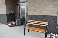 施設入口休憩スペース